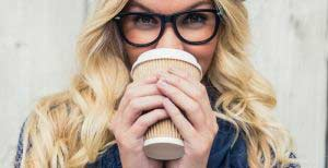 smiling-fashionable-blonde-drinking-coffee-outdoors-on-wooden-background-2